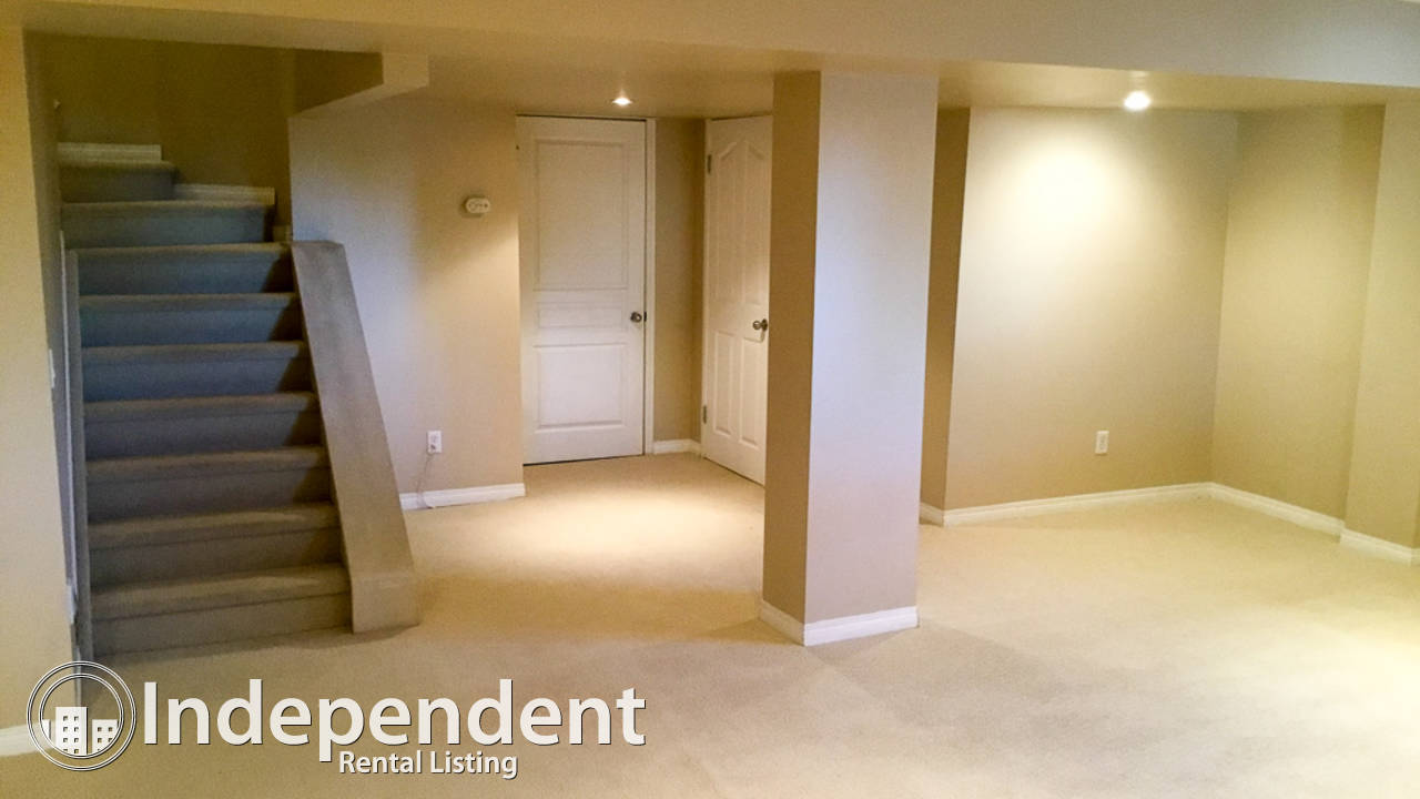Huge Executive Rental In Strathcona Park: Pet Friendly