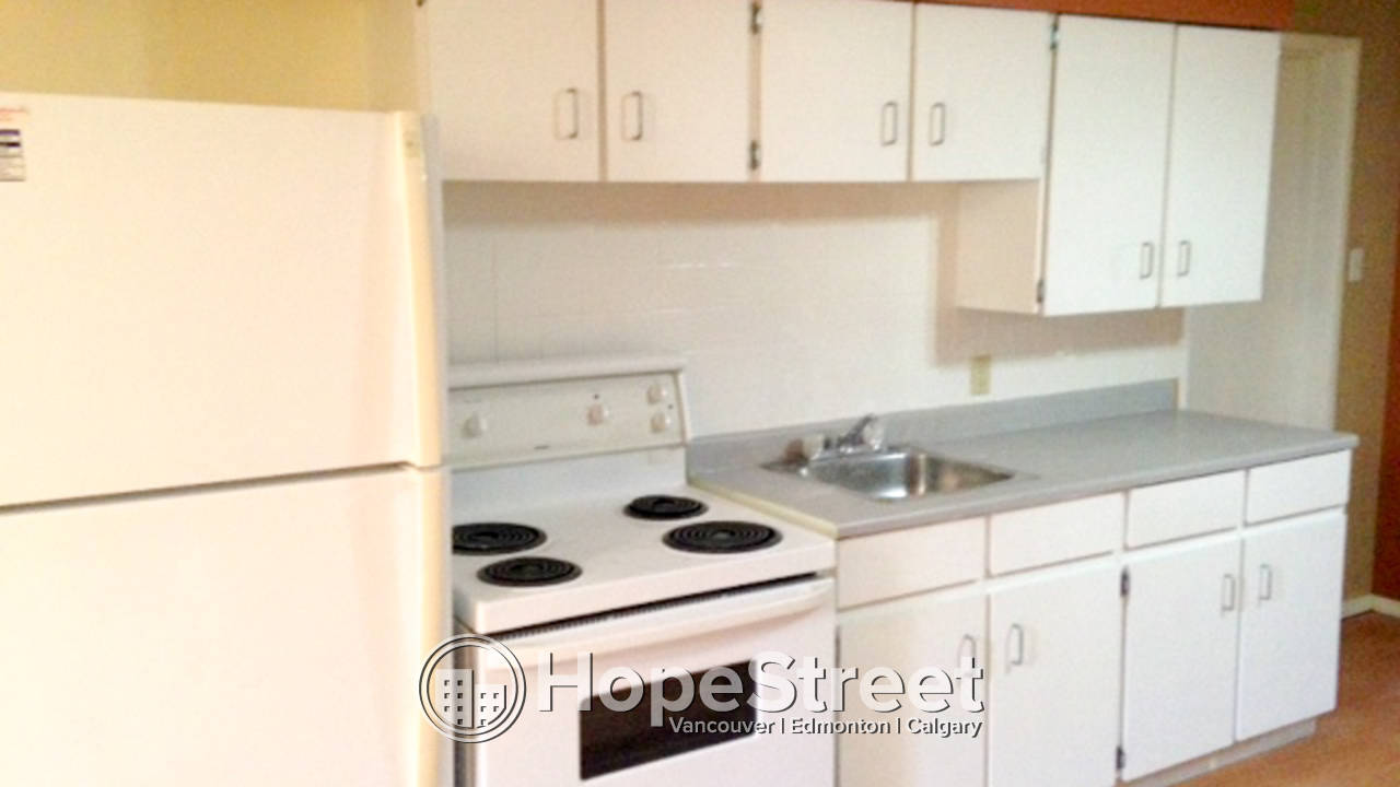 Bright 1 Bedroom Basement Suite in Bowness: Utilities Included