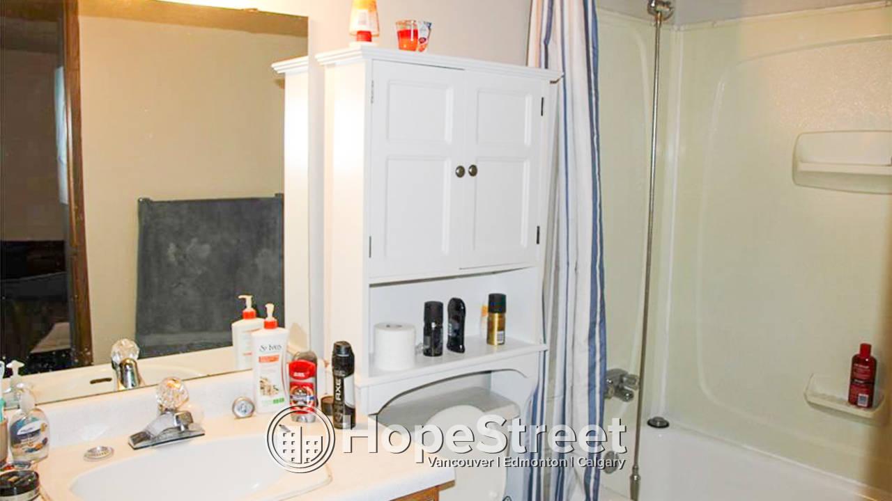 3 Bedroom Main Floor Suite in Capitol Hill: Utilities Included
