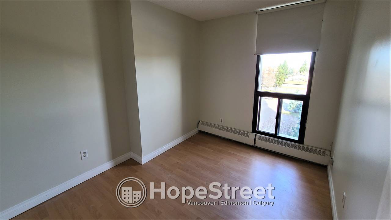 Gorgeous 2 Bedroom Condo for Rent in Coach Hill: New PAINT THROUGHOUT