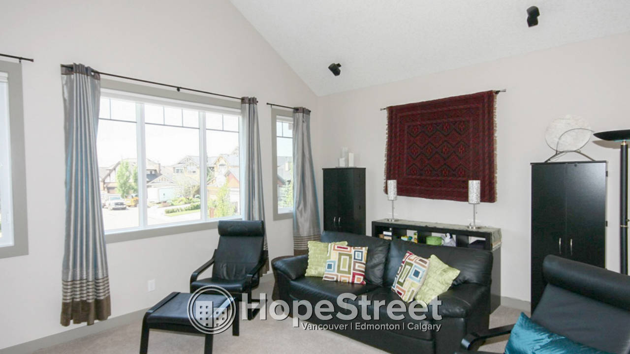 3 Bedroom House in Discovery Ridge: Small Dog Negotiable
