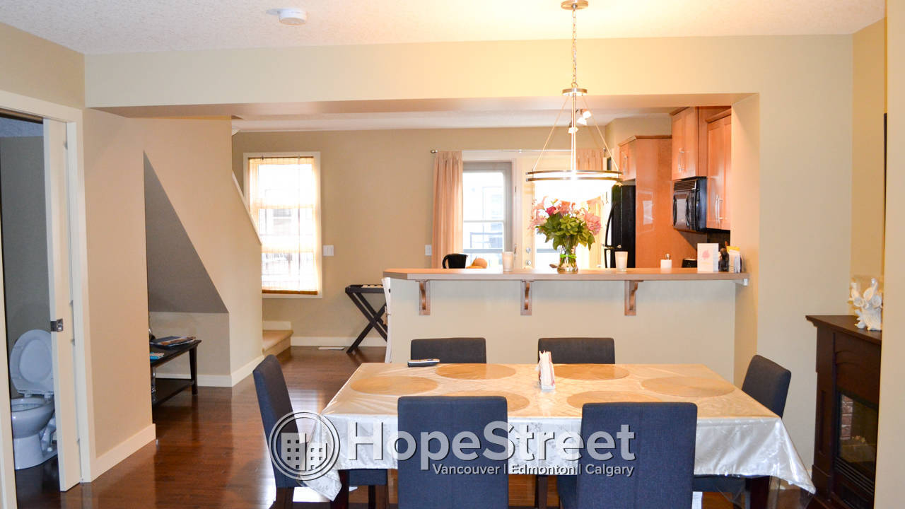 Furnished 3 Bedroom Townhouse In Aspen Woods