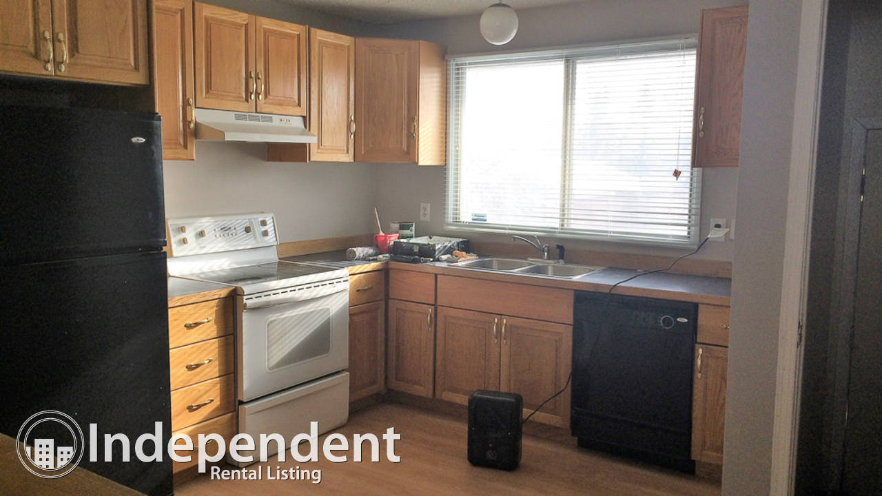 3 Bedroom Main Floor Unit in Dover: Utilities Included