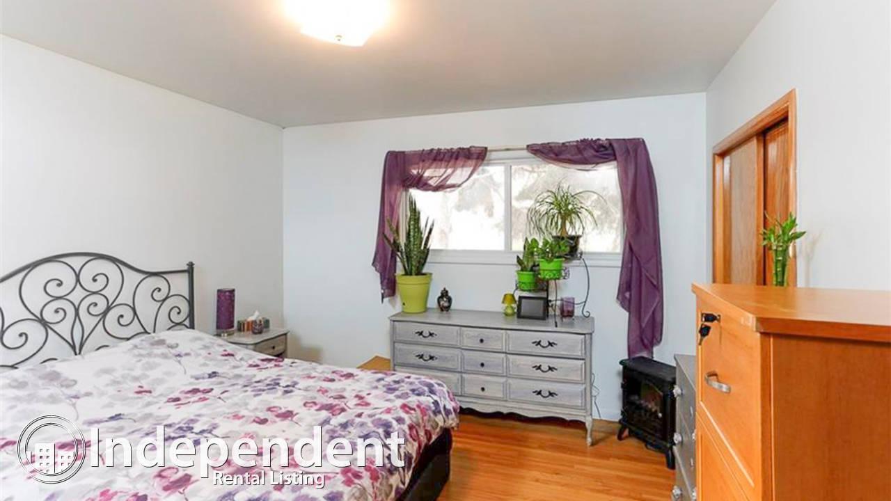 3 Bedroom Bungalow for Rent in Haysboro: Pet Negotiable