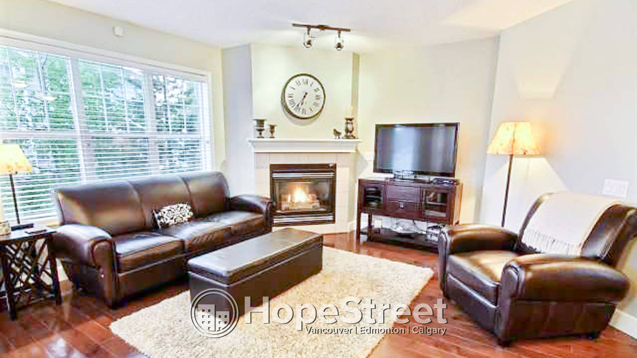 2 Bed END UNIT Townhouse in Coach Hill: $500 OFF JAN RENT!!!
