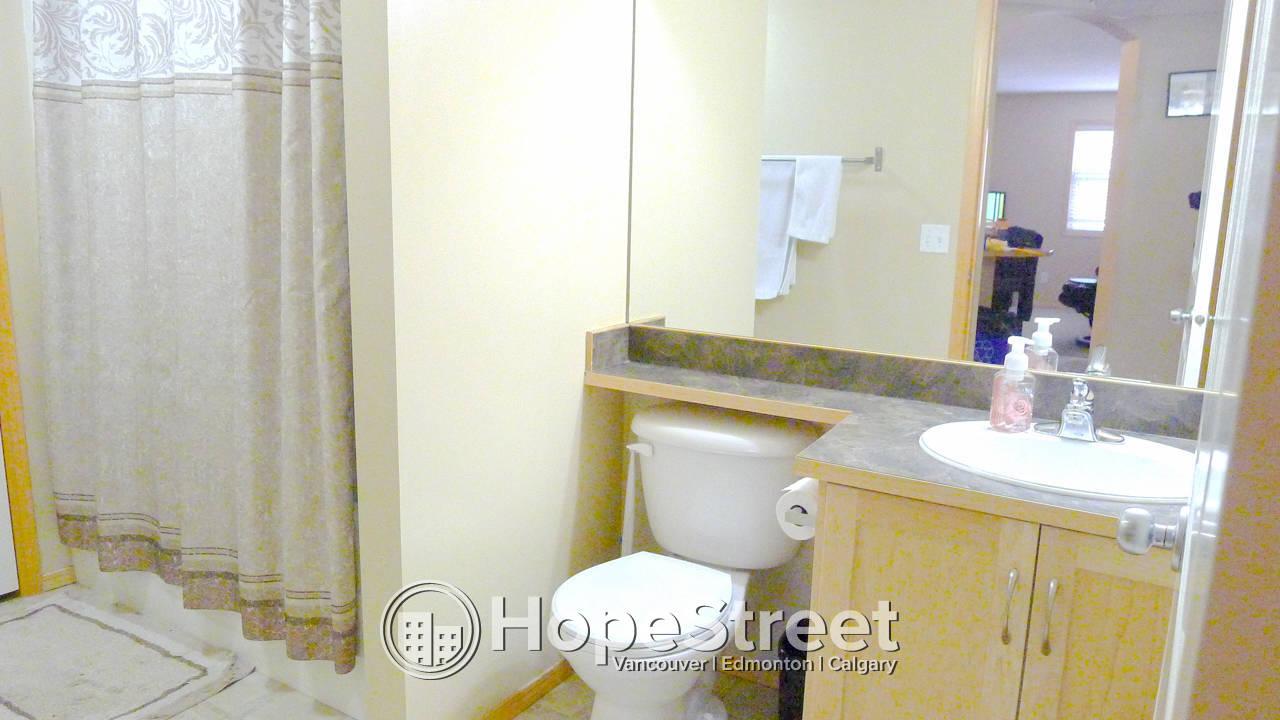 2 Bedroom Corner Unit for Rent in Evergreen/ In-Suite Laundry!