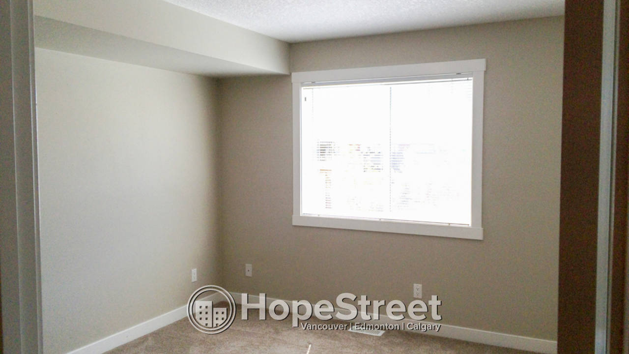 2 Bedroom Apartment in Chestermere w/ PARKING