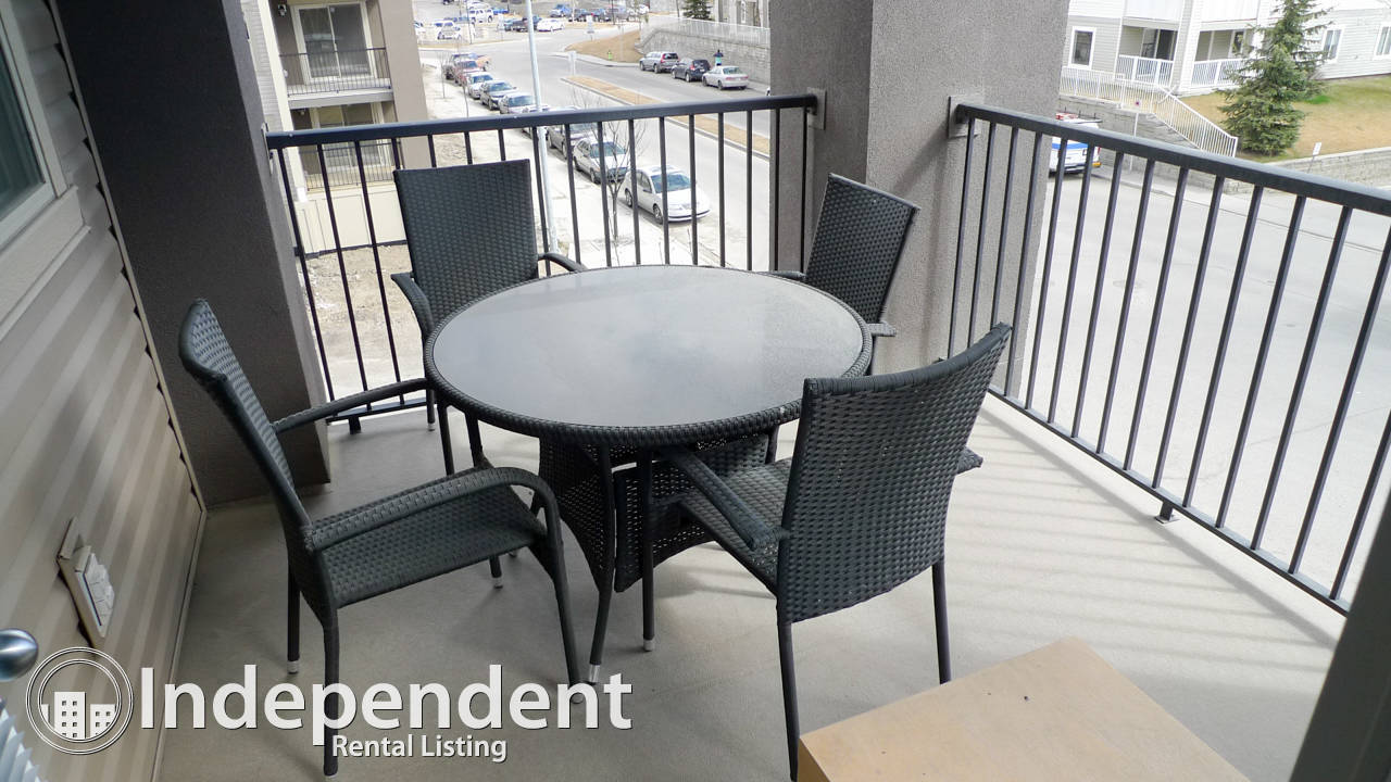 2 Bedroom + Den Apartment in Airdrie