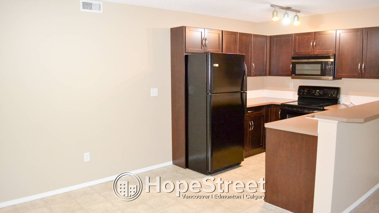 2 Bedroom Condo in Coventry Hills w/ undgr parking