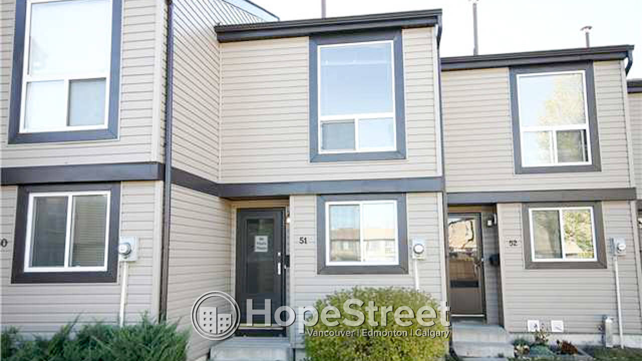2 Br Townhouse for Rent in Rundle: Pets Negotiable
