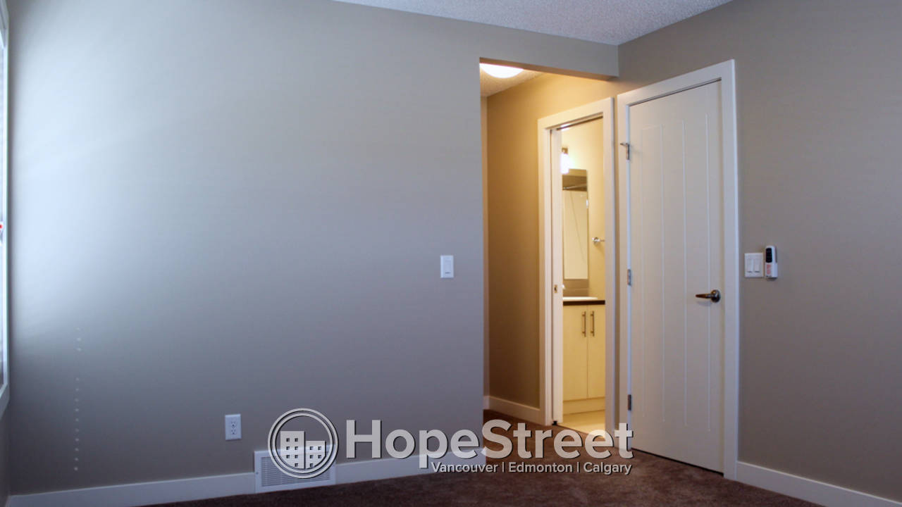 2 Br Townhouse for Rent in Cochrane: Pets Negotiable