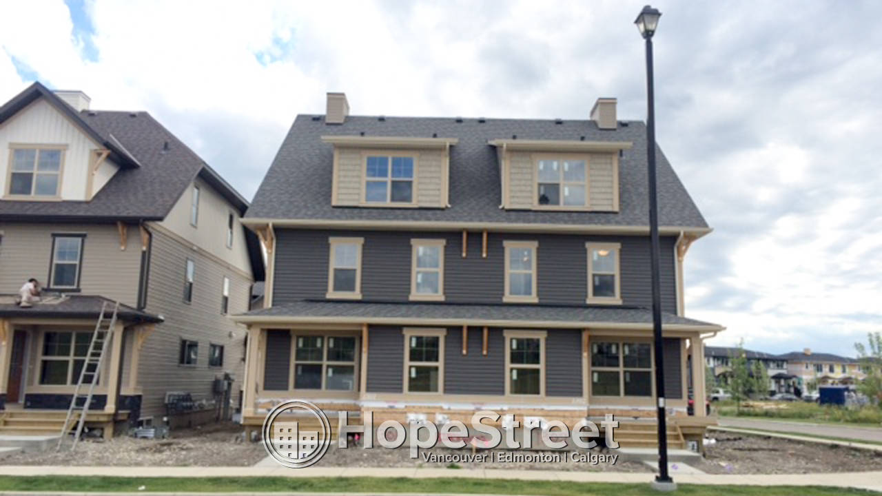 3 BR Townhouse for Rent in Cochrane: Pets Negotiable