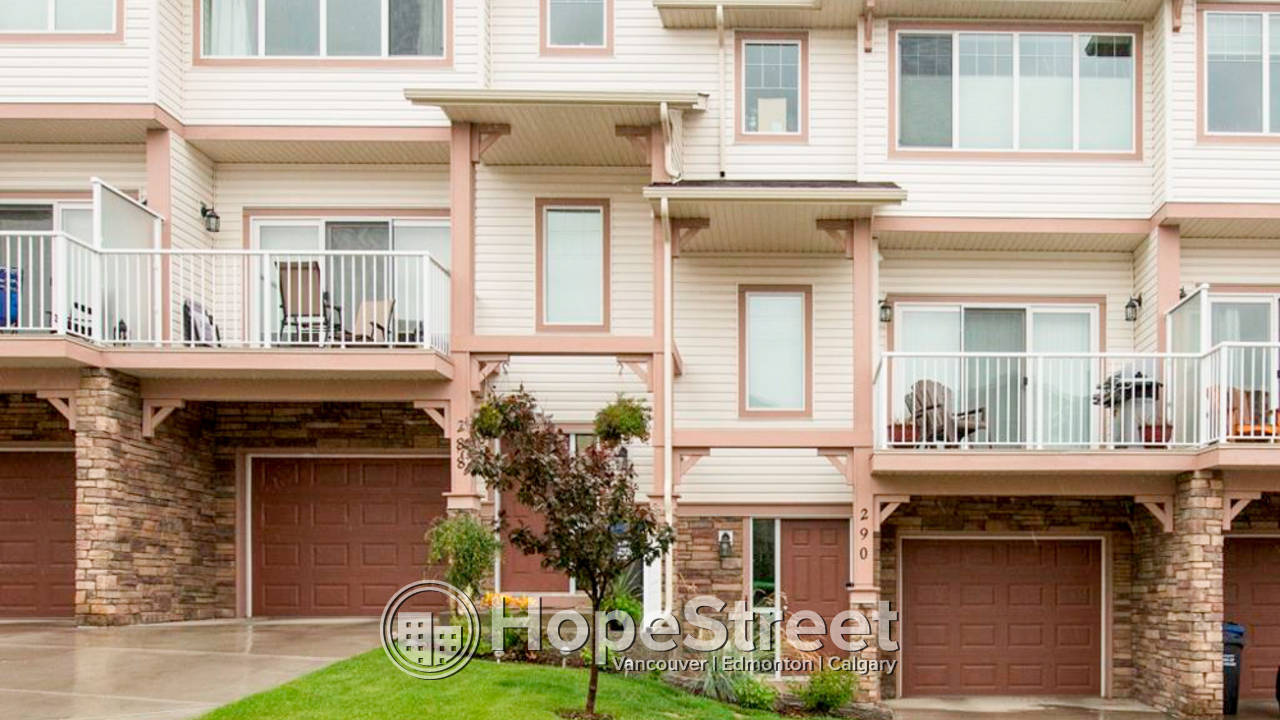 3 Br Townhouse for Rent in Cochrane: Pet Negotiable
