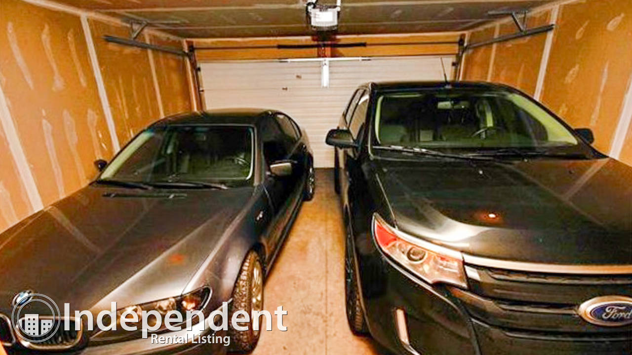 2 Masters with double attached Garage in McKenzie