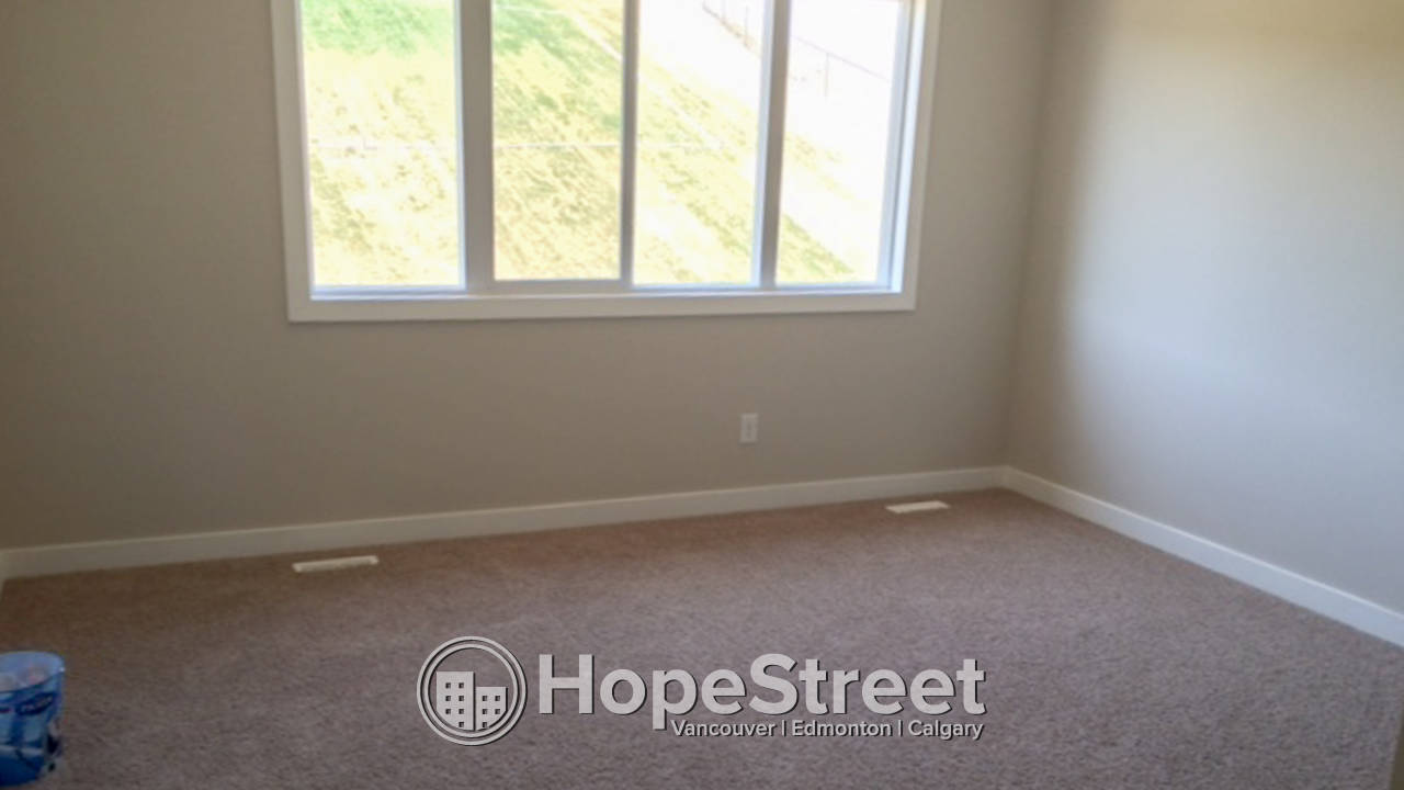 4 BR House for Rent in Sherwood/ BACKS onto Walking PATH