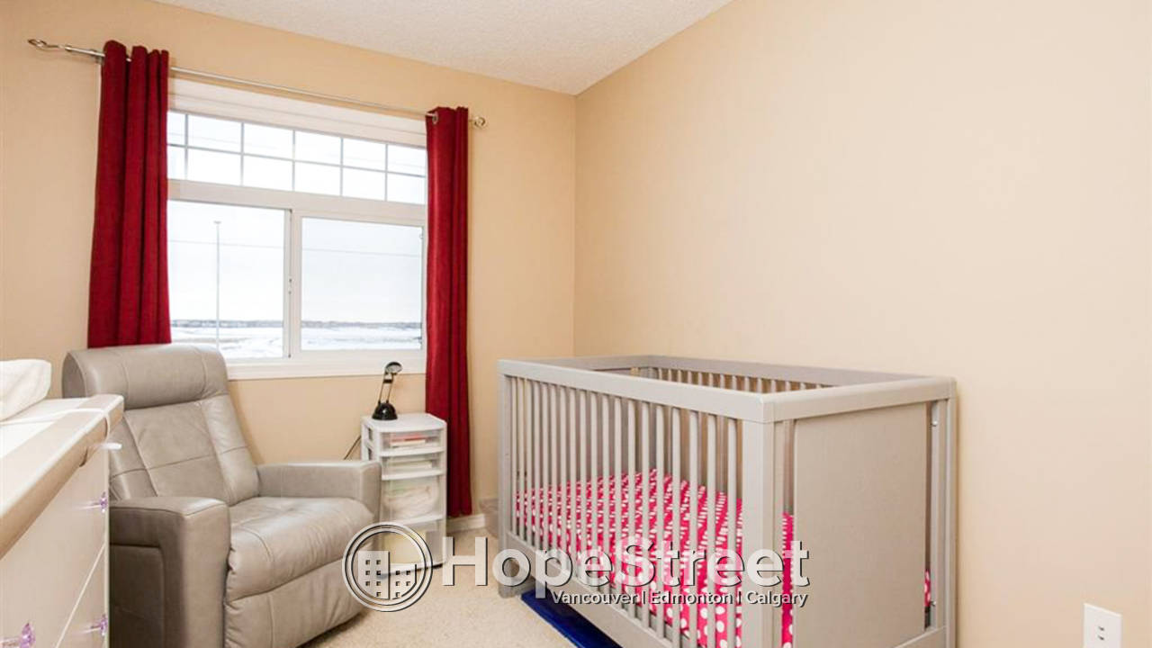 3 Bedroom Townhouse for Rent in Hamptons: Pet Negotiable
