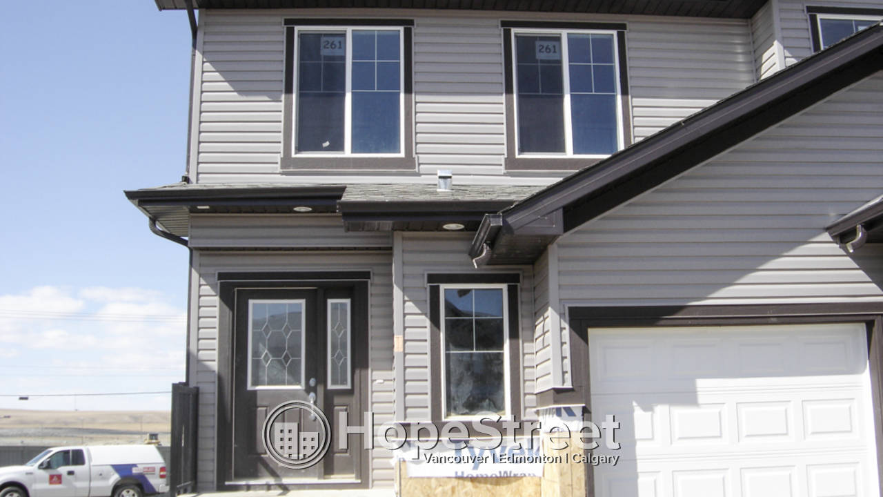 Excellent 3 Bd home backing onto a GREENSPACE!