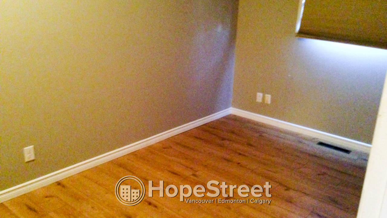3 Bedroom Duplex For Rent in Huntington: Pet Negotiable