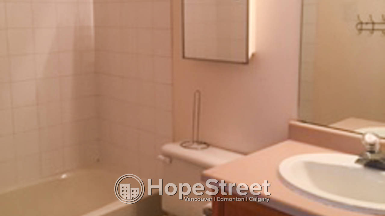 2 Bedroom Condo for Rent in Terra Losa