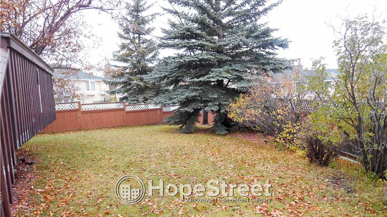 Spacious Family Home in Sandstone with DOUBLE ATTACHED GARAGE!