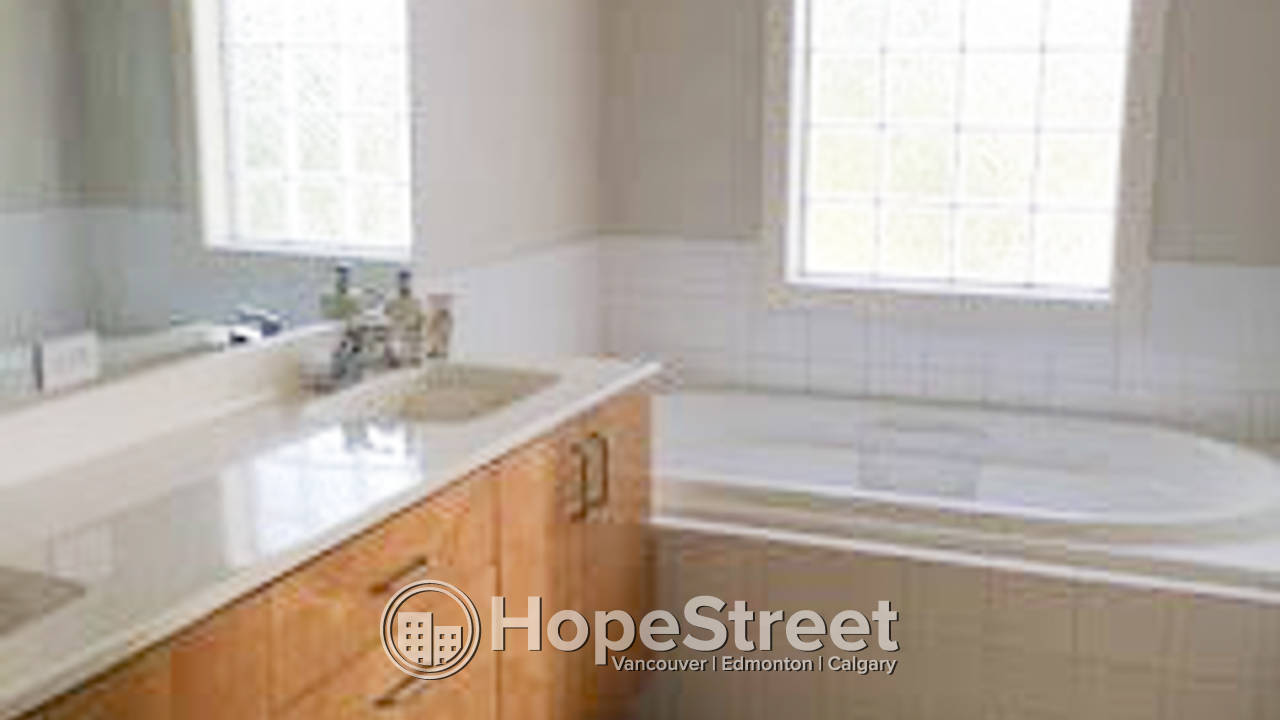 Furnished 2 + 1 Bedroom Townhouse for Rent in Killarney