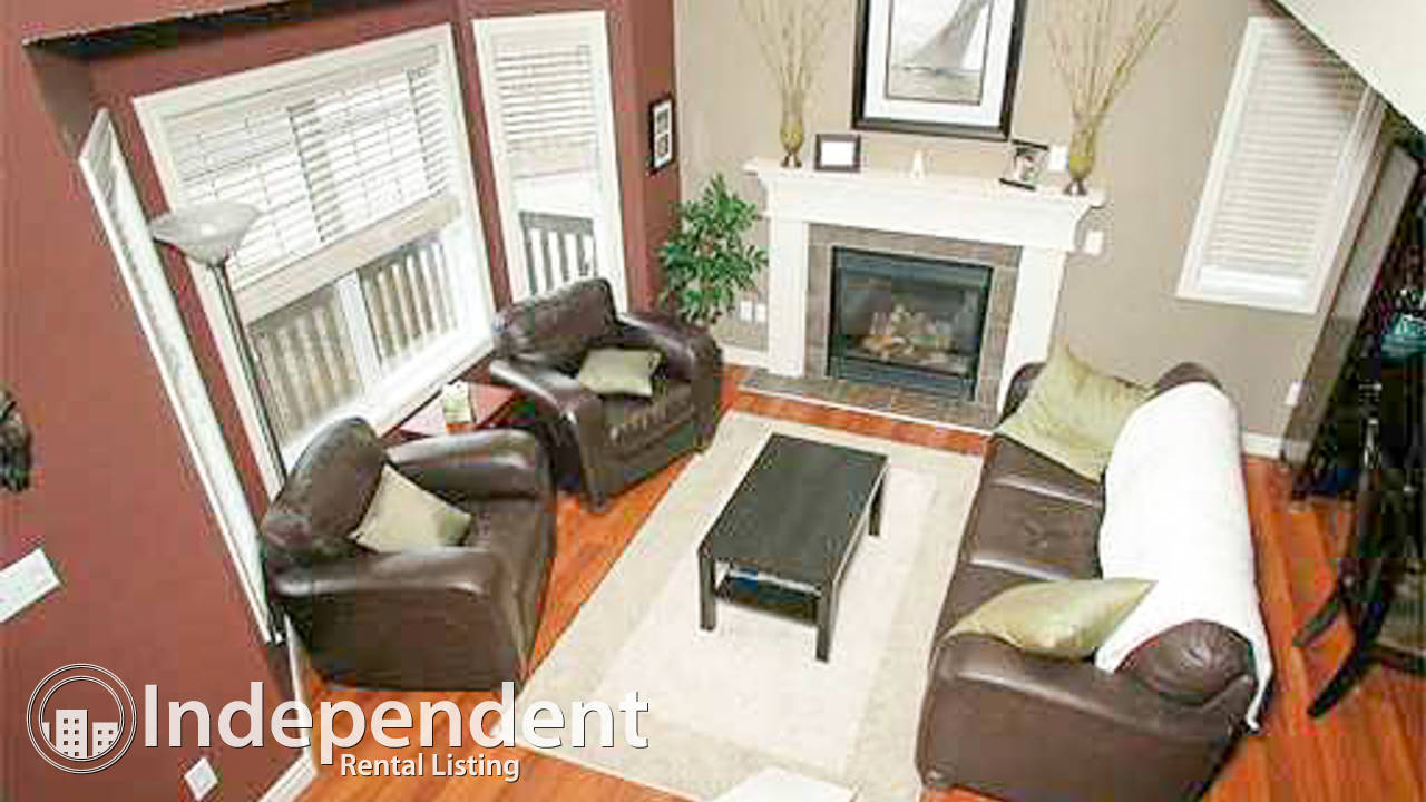 IMMACULATE HOUSE in Rutherford with BEAUTIFUL FRONT PORCH