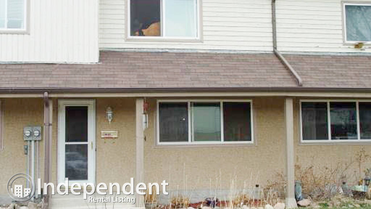 3 Bedroom Townhouse for Rent in Mill Woods: Cat Friendly