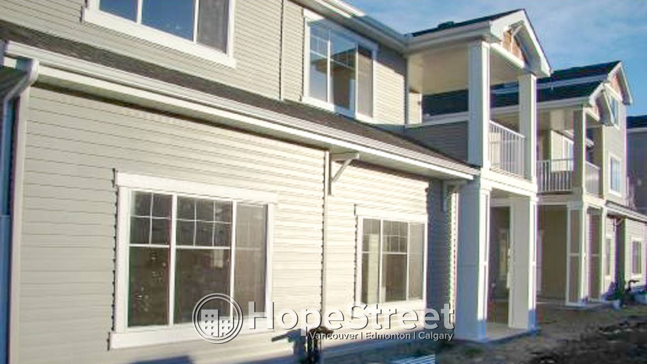 2 Bedroom Townhouse for Rent in Cougar Ridge: Pet Friendly