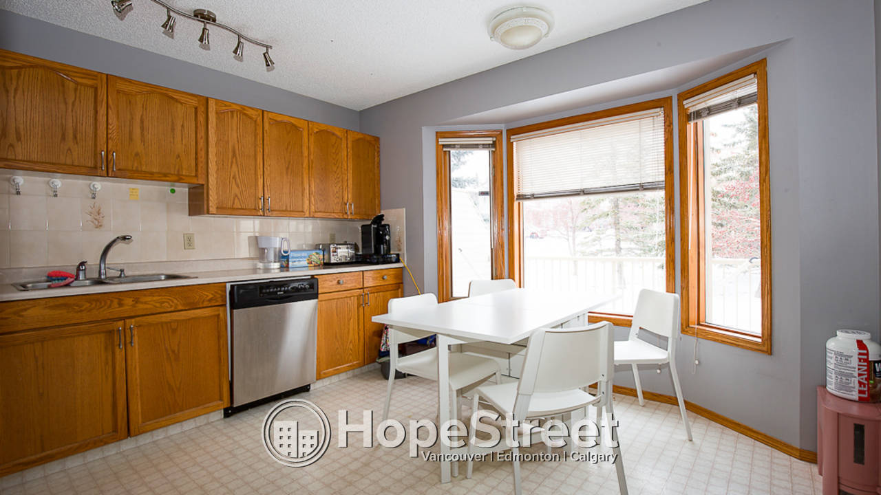 Stylish 2 Bedroom Townhouse in Patterson Heights