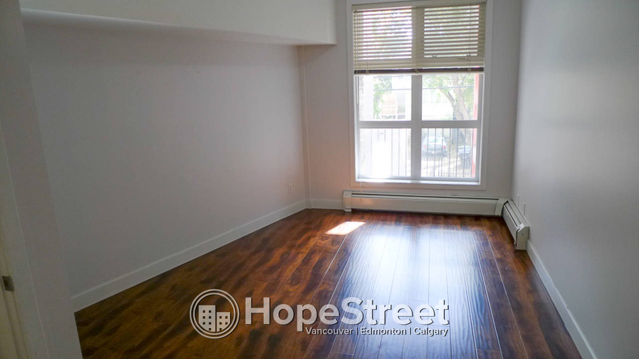 1 Bd + Den Condo in Mission: Pet Friendly