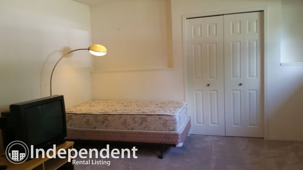 FULL BASEMENT SUITE NEAR UNIVERSITY