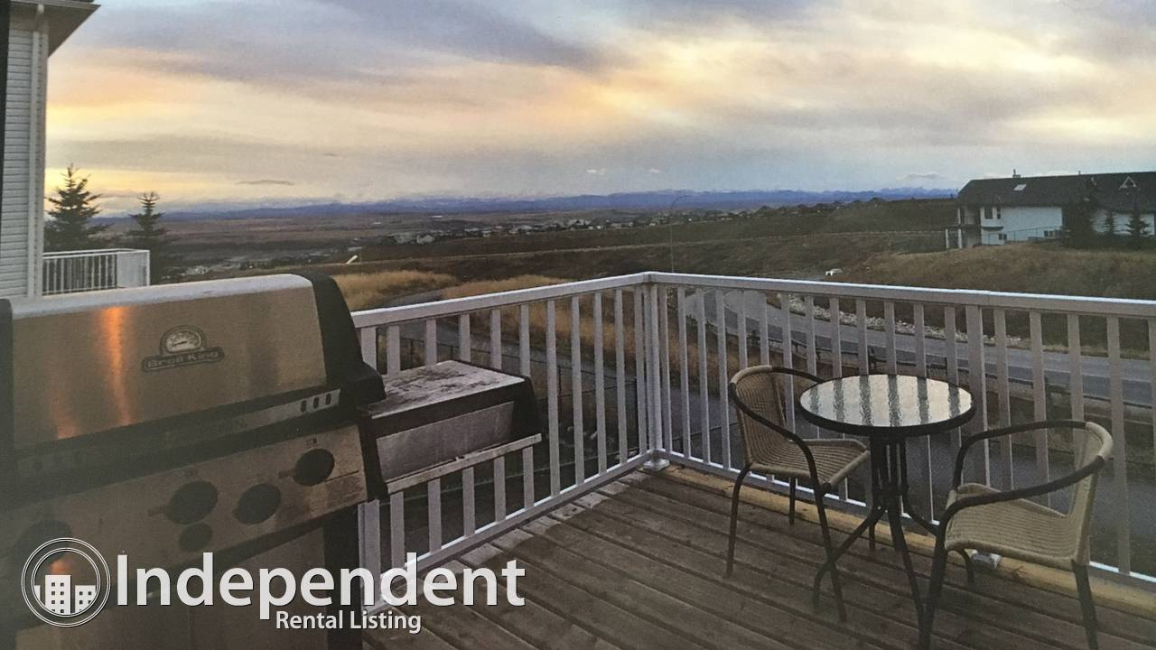 Mountain views! 4 beds/4 bath! Off 1A! Furnished/unfurnished