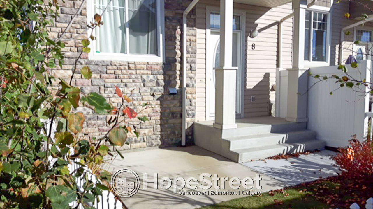 3 Bedroom Townhouse For Rent in Hamptons: Pet Friendly