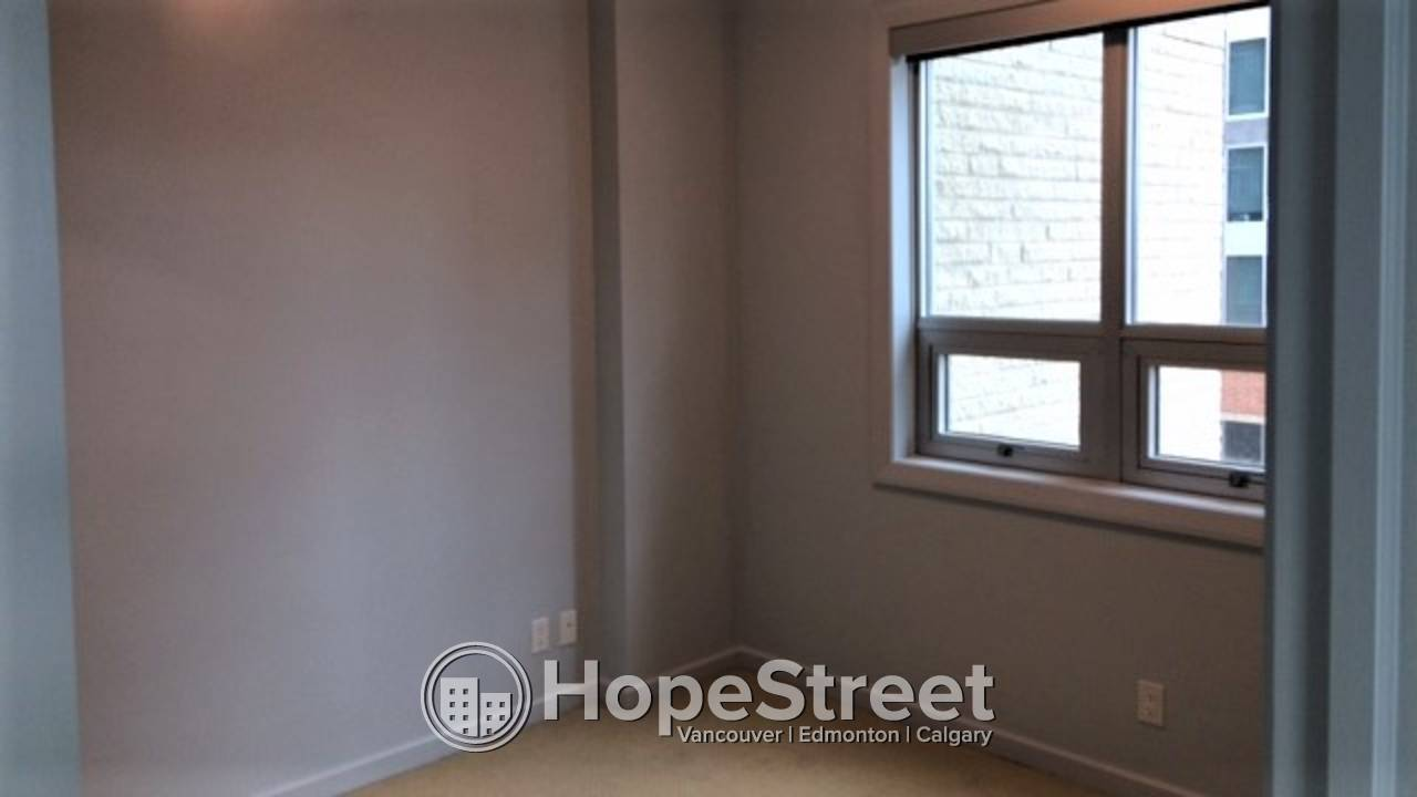 2 Bedroom Condo For Rent in Downtown: LAST MONTH RENT FREE