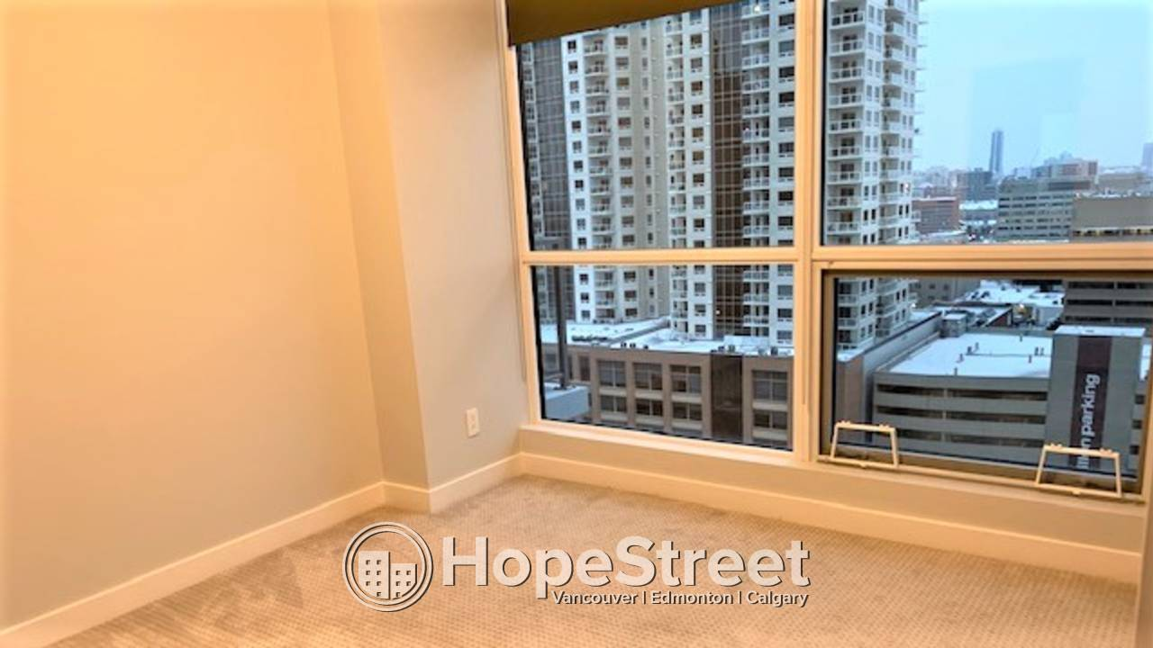 2 Bedroom Condo w/ with views of Rogers Place: Pet Friendly