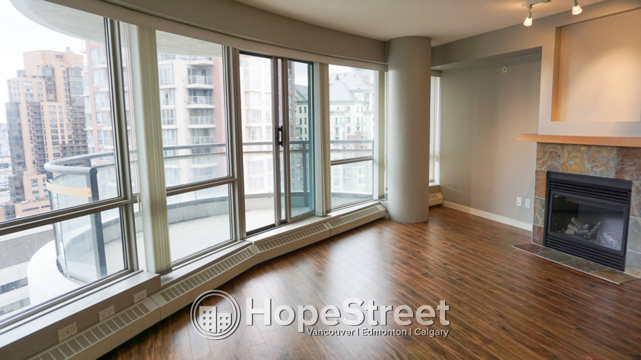 1 Bedroom + Den Condo for Rent in Downtown: SECOND PARKING FREE