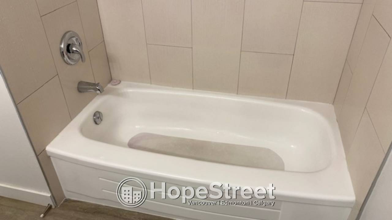 1 BR Condo for Rent in Sunnyside: Pets Negotiable/ HEAT & WATER INCLUDED!