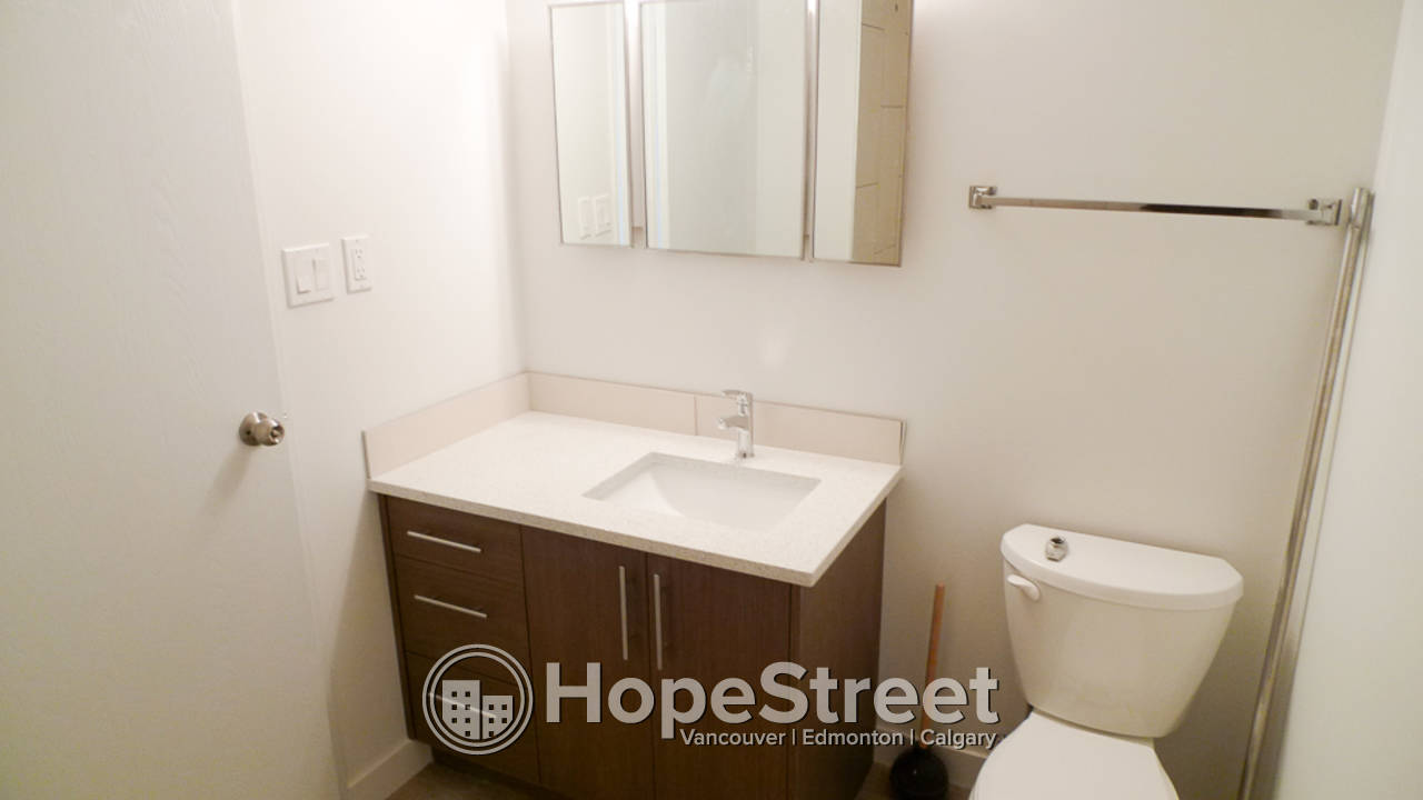 1 BR Condo for Rent in Sunnyside: Pet Negotiable/ Heat & Water Included