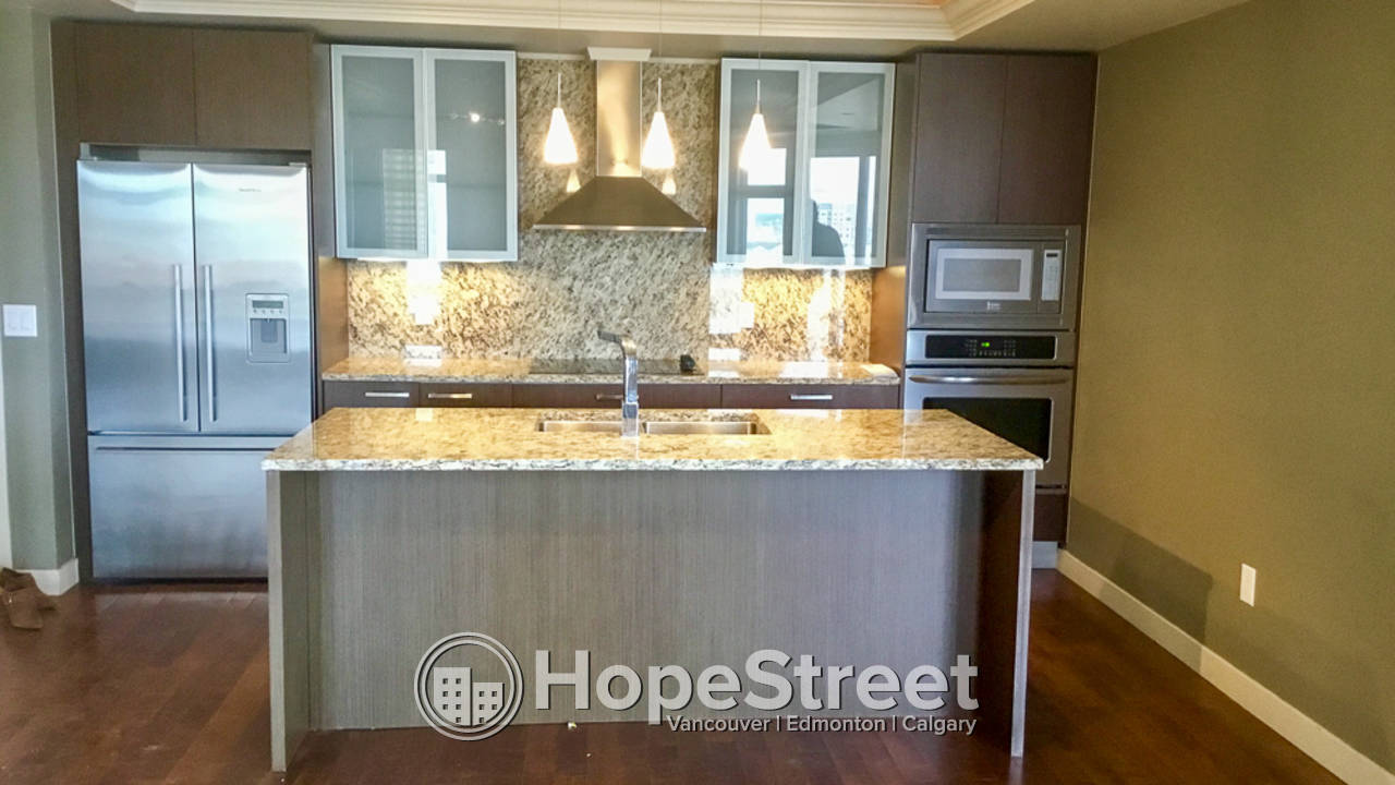 2 Bd Condo for Rent in Downtown: Utilities Included & Pet Friendly