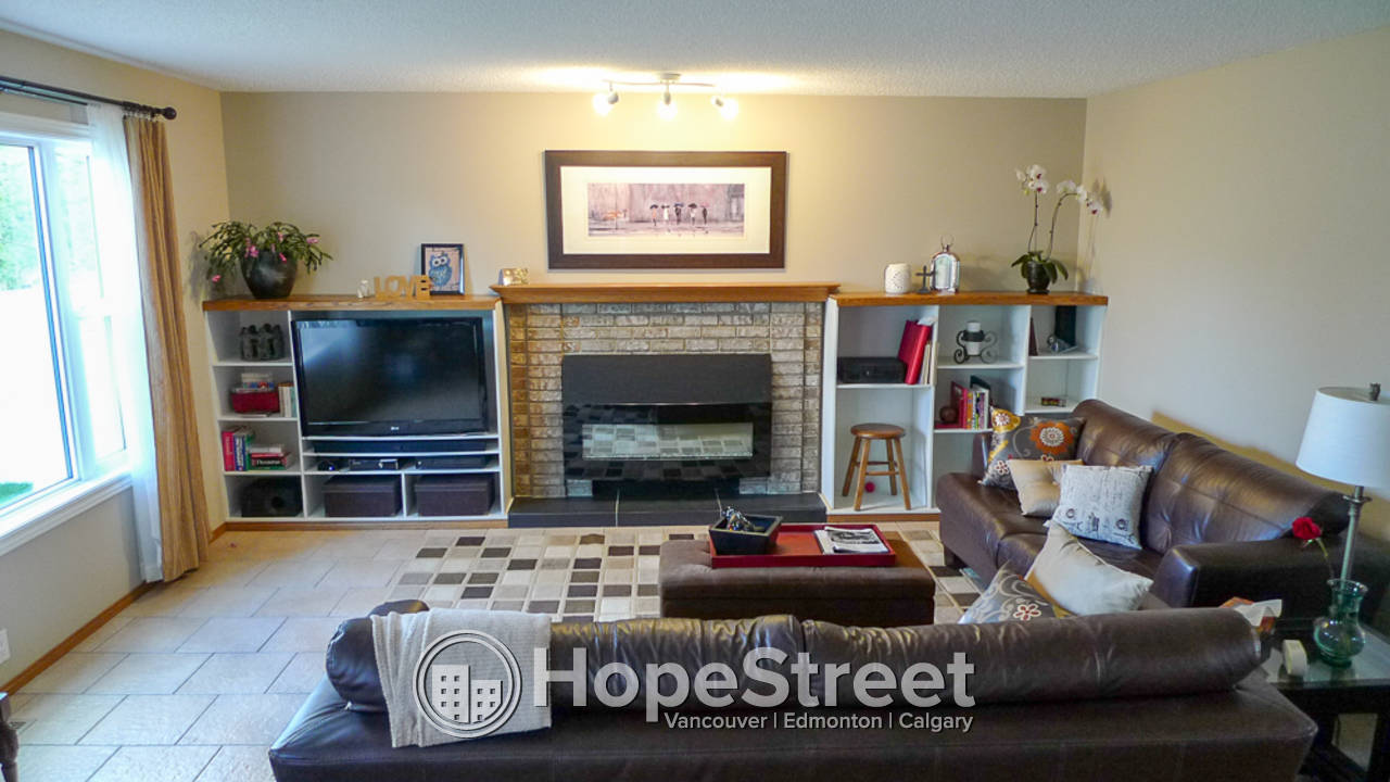 4 Bedrooms in Upper Level Mckenzie Lake Home for Rent