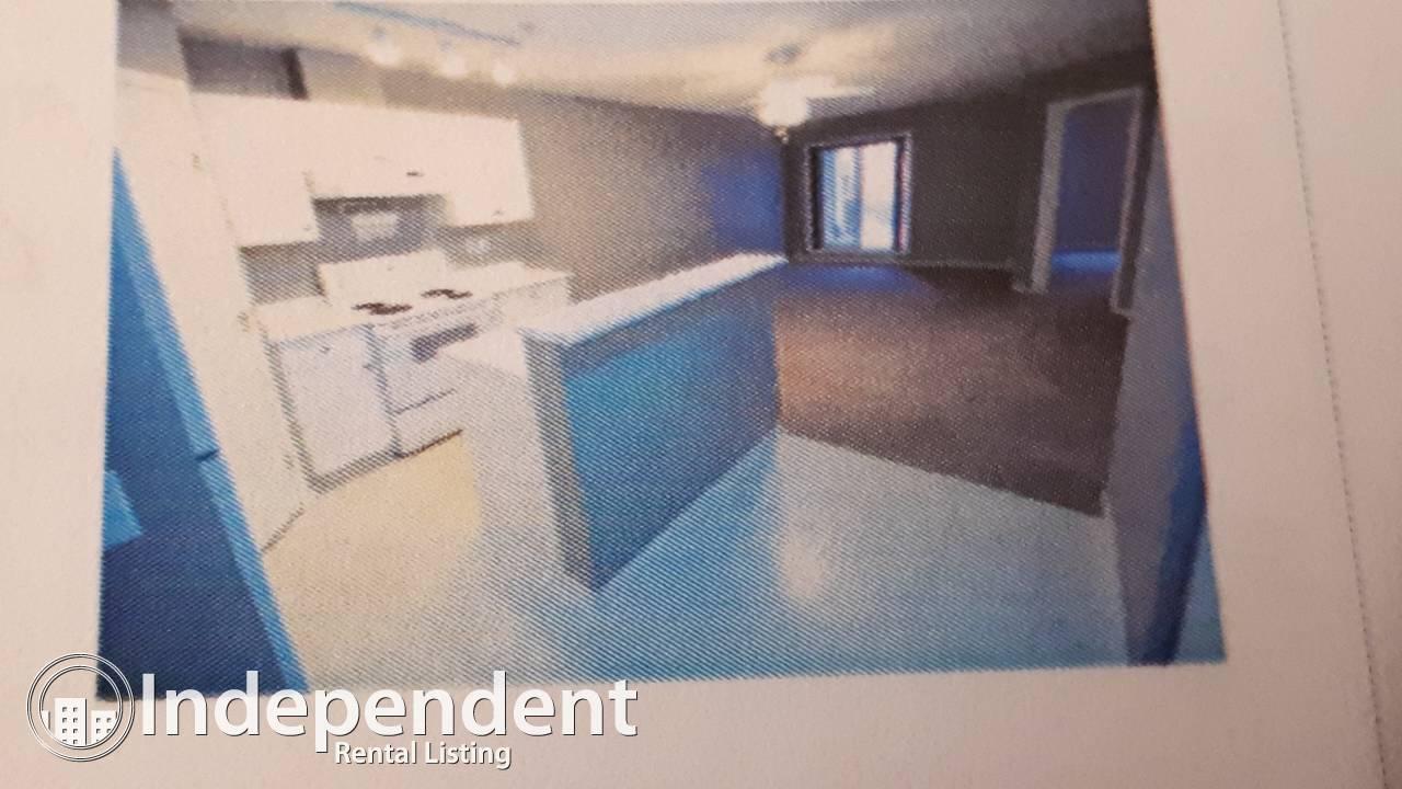 $1350.00 month 2 Bedroom Quiet LRT Location