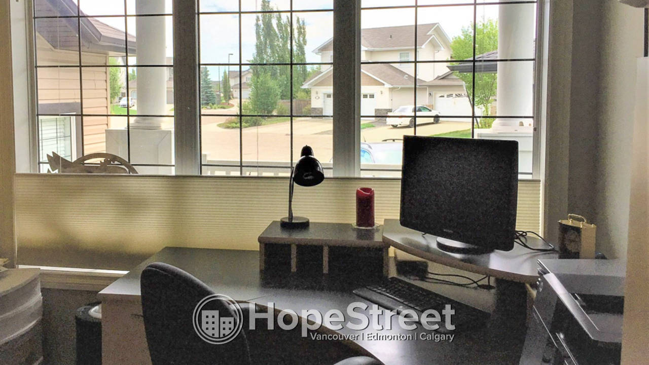 4 Bedroom House for Rent in Stony Plain: Small Pet Friendly