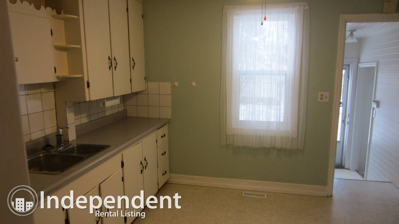 Cute, cozy and clean 2 bedroom house for rent in Eastwood - OPEN HOUSE AUGUST 18