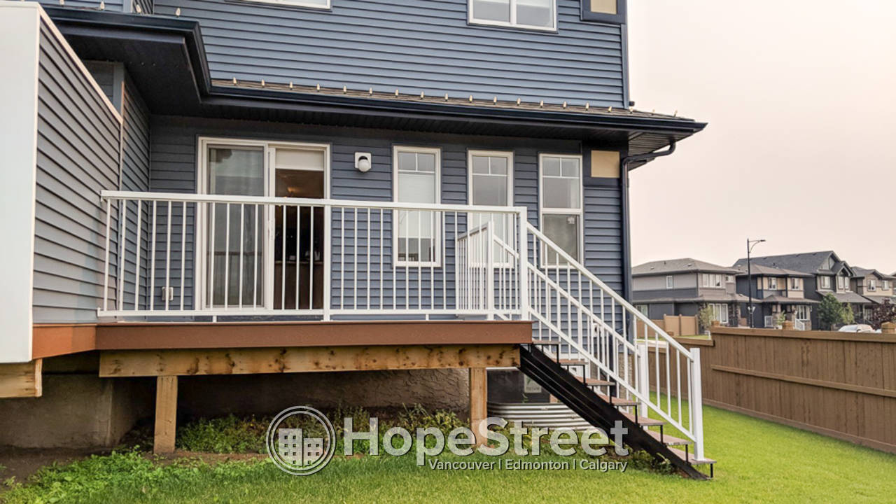 STUNNING 3 Bed Duplex on a Corner Lot with Spacious Backyard!