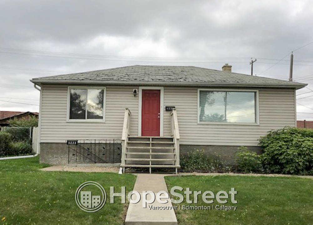 9220 124A Avenue NW, Edmonton, AB - $895