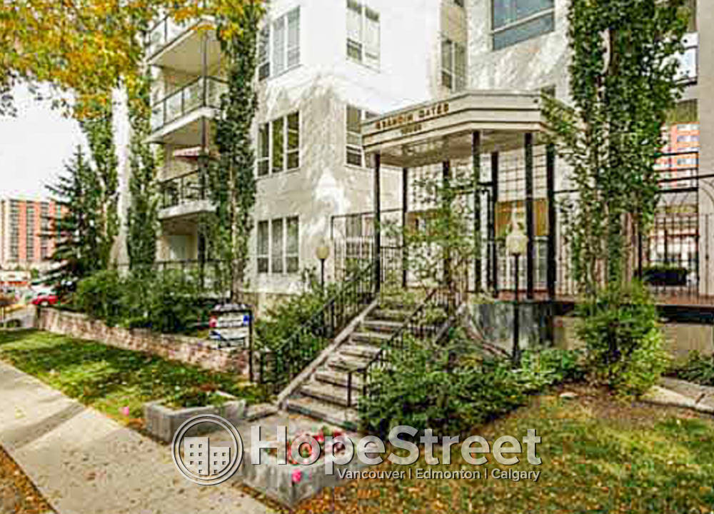402 - 10033 110 Street NW - 1800CAD / month
