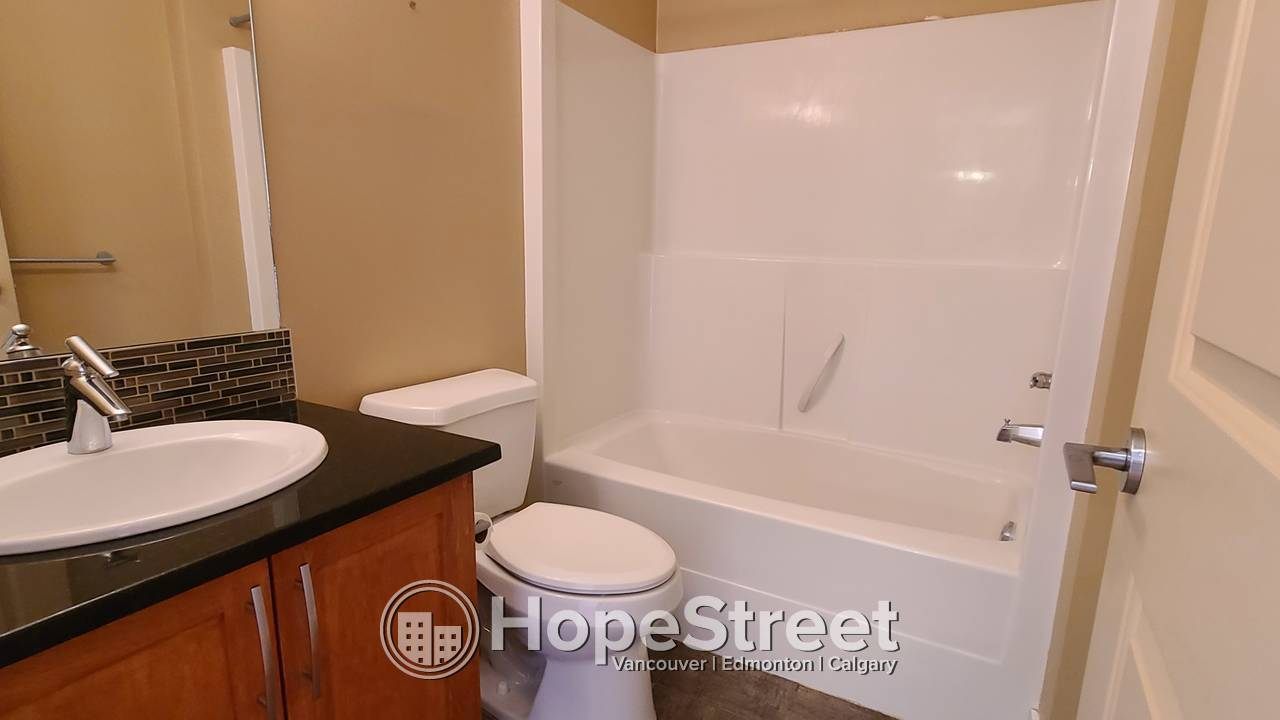 Beautiful 2 BR Unit in the desirable community of Montgomery/ Heat & Water Incl.