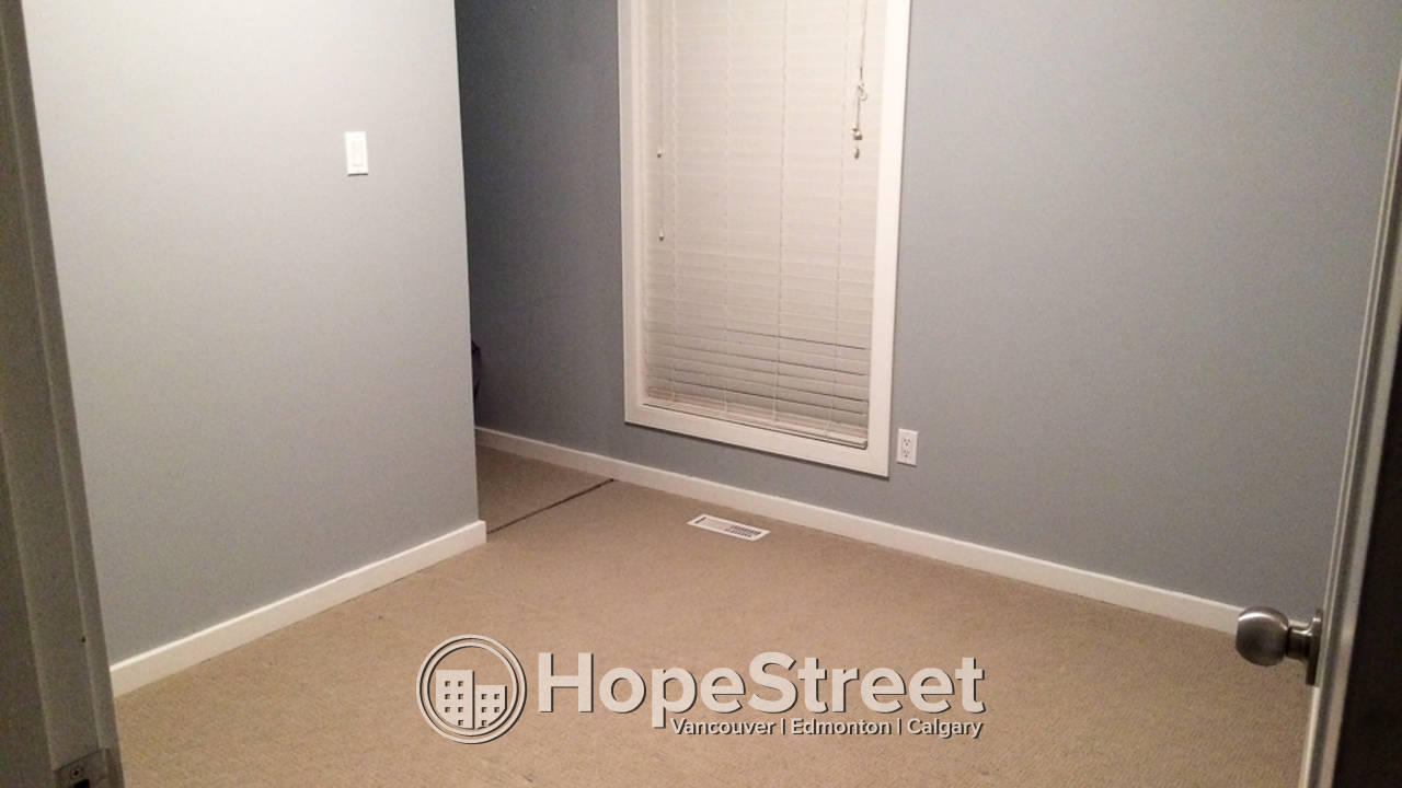 3 Bedroom Townhouse for Rent in Skyrattler: Pet Friendly