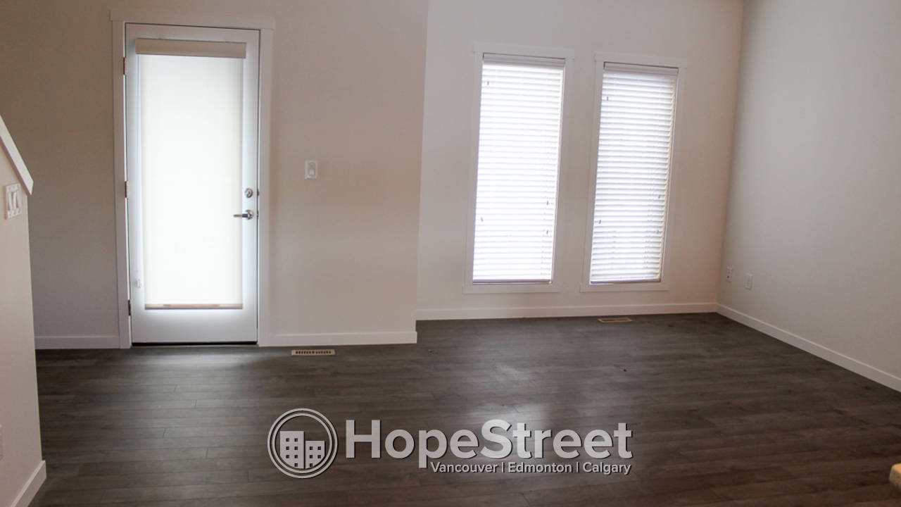 *Special Offer* 3 Bd Townhouse for Rent in Legacy: Cat Friendly