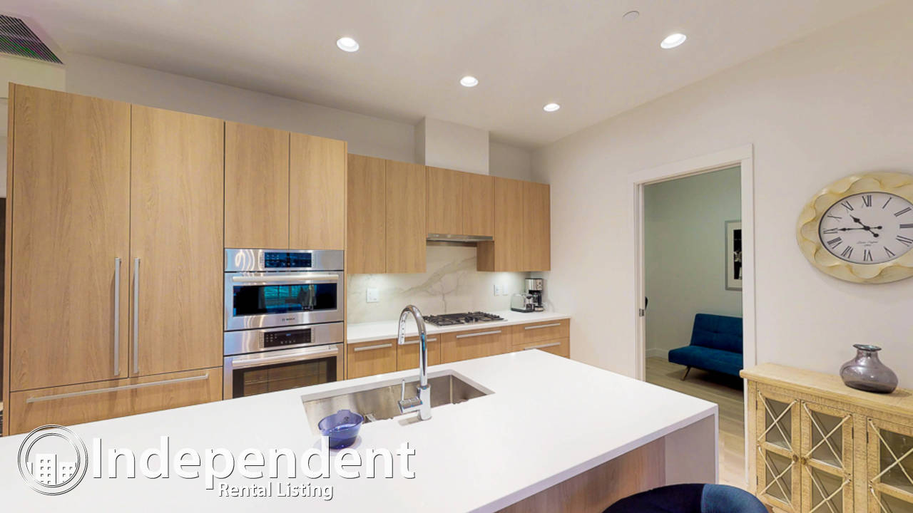 Furnished Executive 2 Bed + Den in the Heart of Lynn Valley